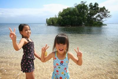 レンボンガン島の自然と子供