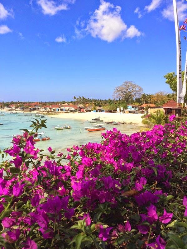 レンボンガン島の綺麗な景色