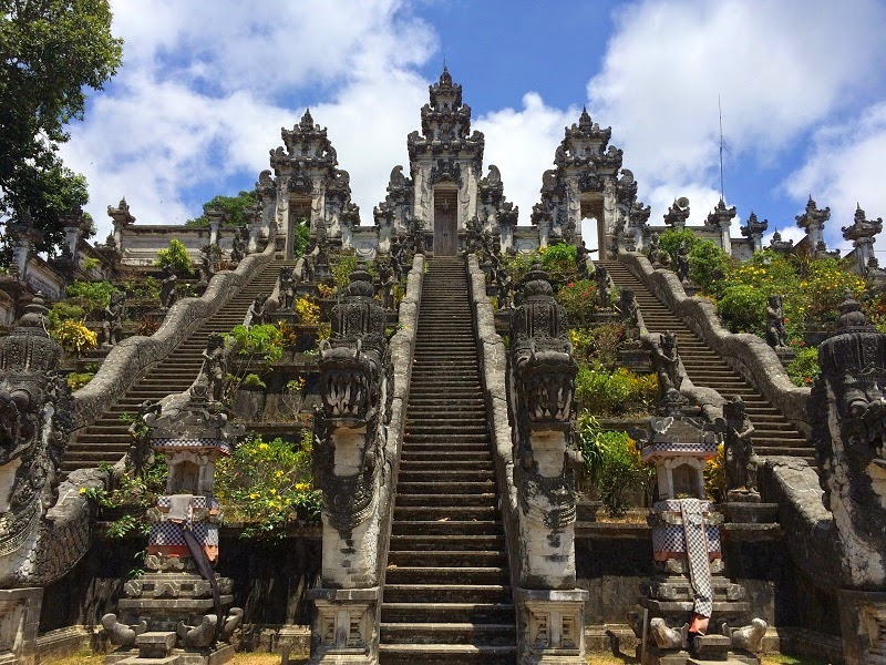 バリ島ランプヤン寺院