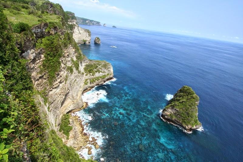 バリ島の離島、ペニダ島の魅力