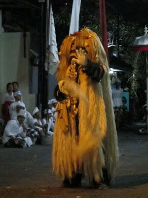バリ島の伝統舞踊バロンダンス