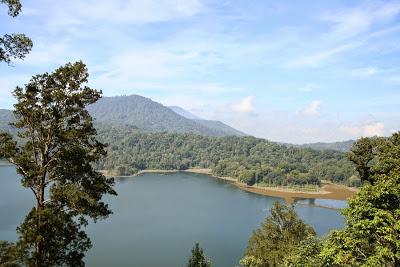 バリ島北部のタンブリンガン湖