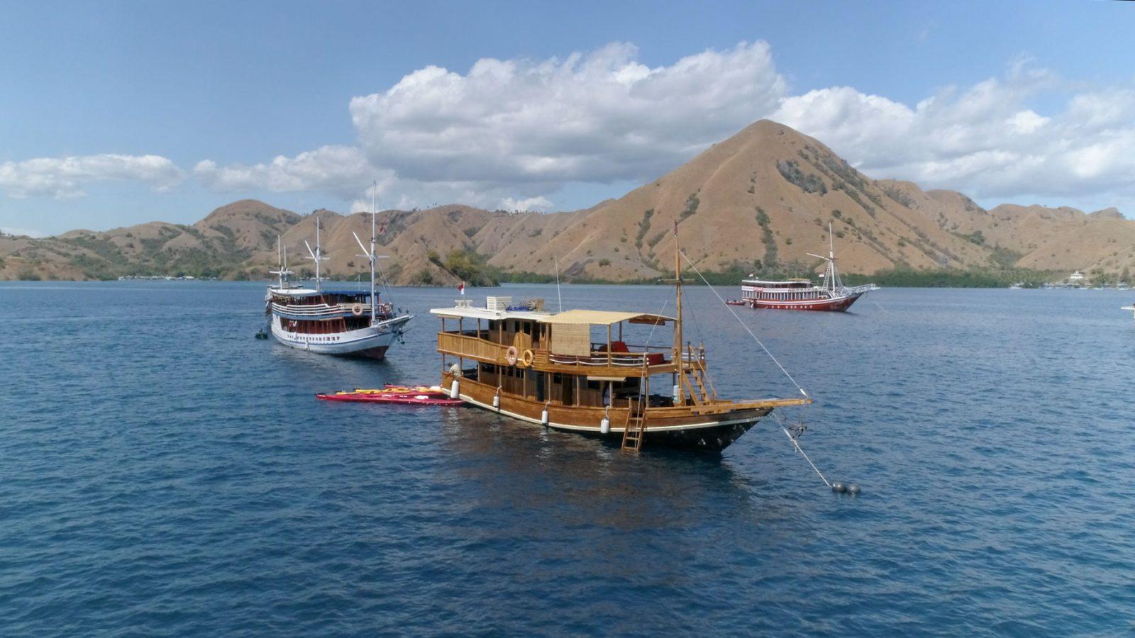豪華木造船で島巡り