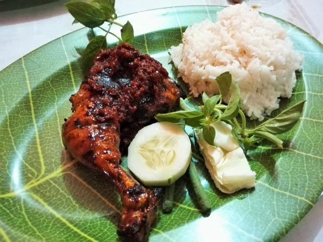 炭火焼きチキン(BBQ)、バリ島クタの名店紹介