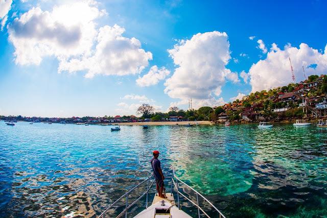 バリ島とレンボンガン島