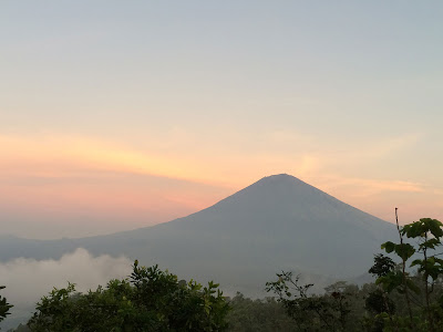 バリ島の最高峰アグン山