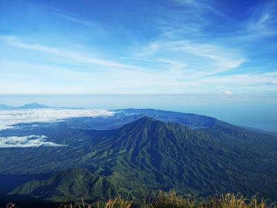 バリ島最高峰アグン山からの眺め