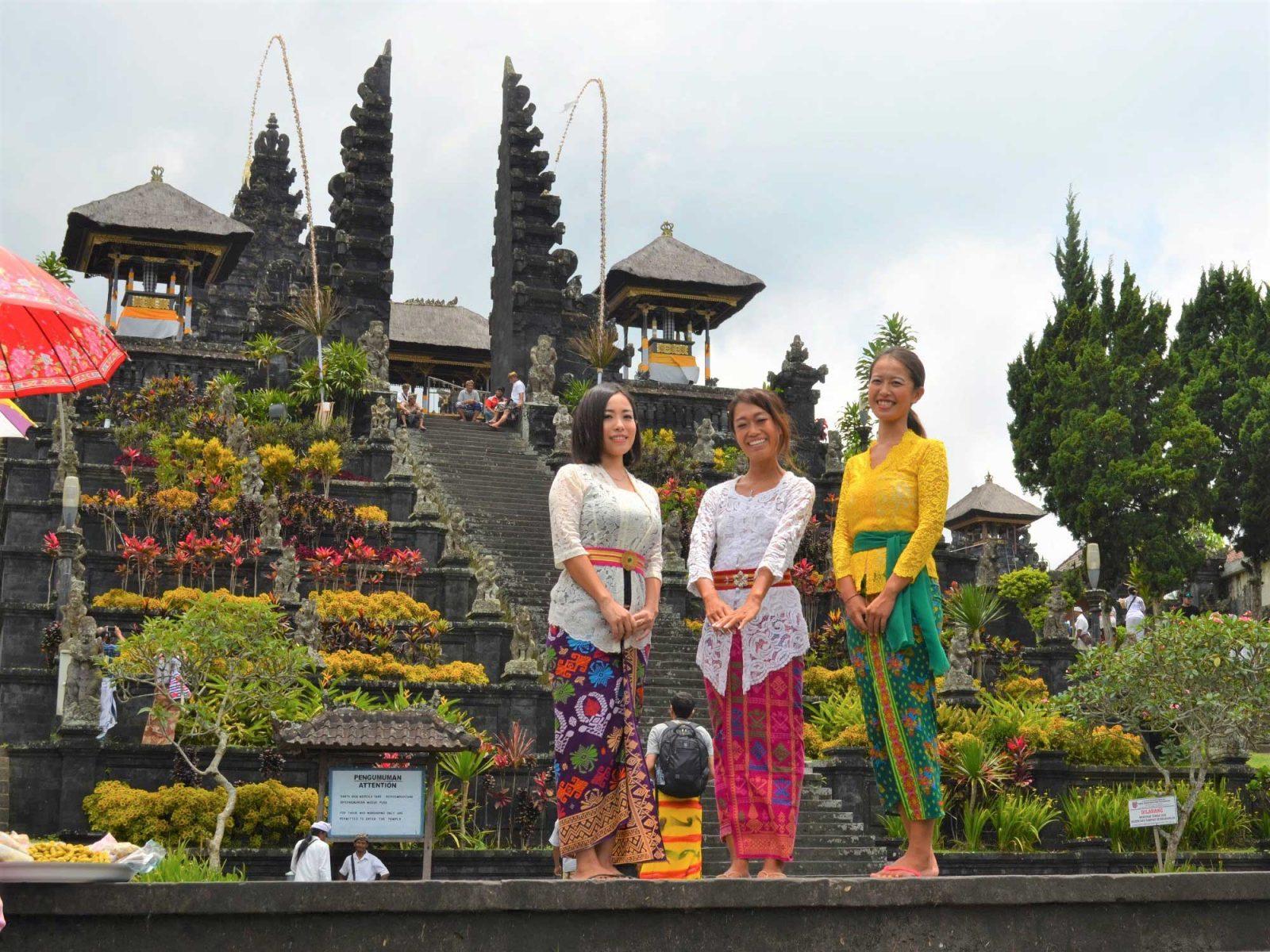 バリ島のブサキ寺院、衣装体験ツアー