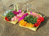 バリ島の日常を彩る小さなお供え物、チャナン