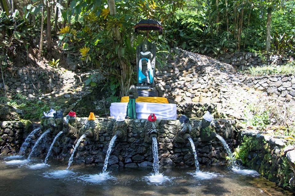 ラウン山の麓にある沐浴場