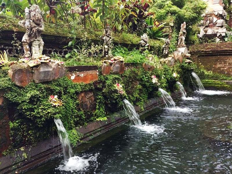 グヌンカウィスバトゥ寺院の沐浴場