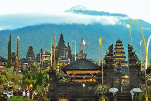 アグン山の麓にあるブサキ寺院