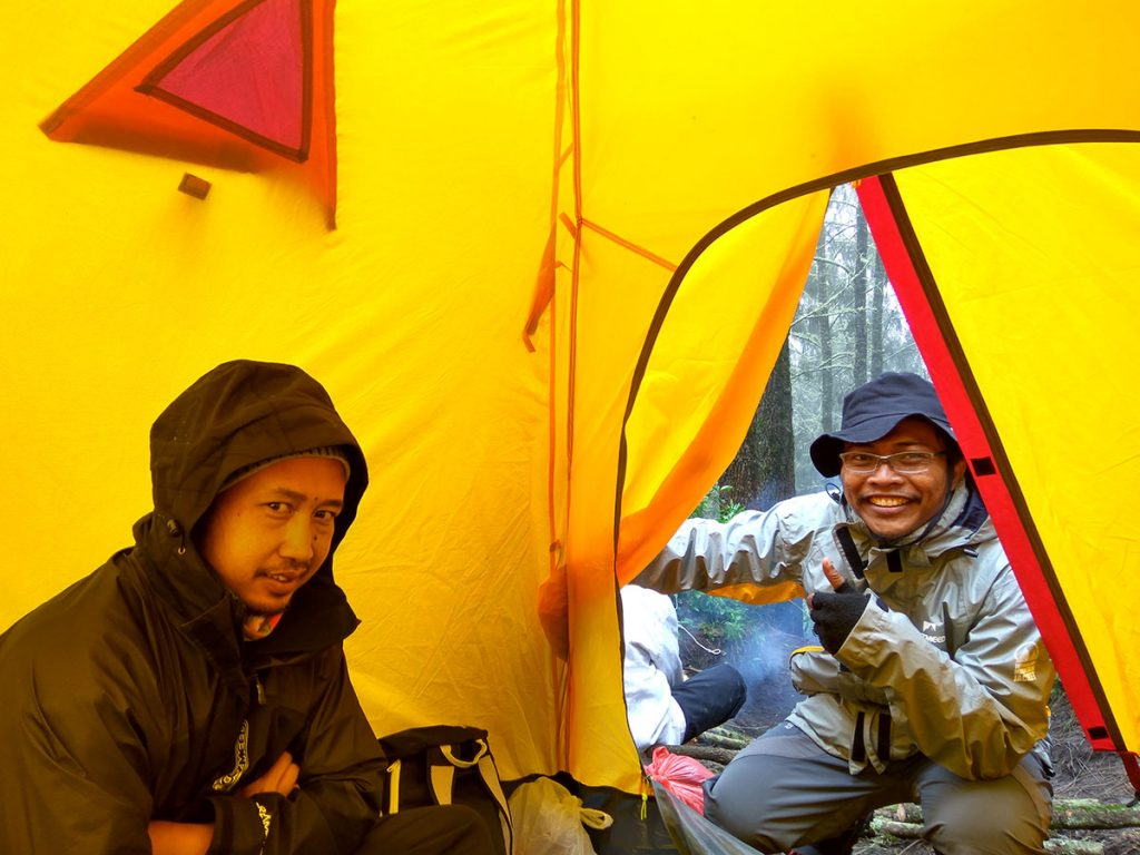 スメル山登山、アルチョポドでのキャンプ