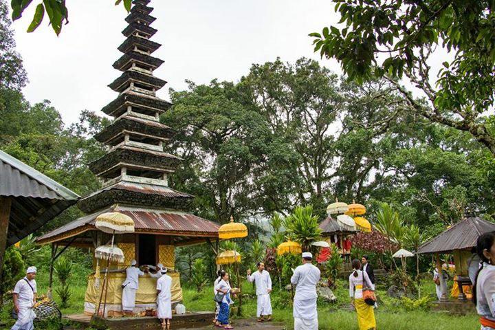タンブリンガン湖周辺の寺院