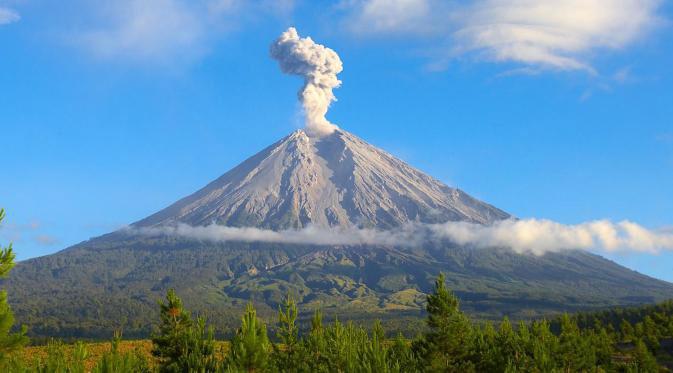 ジャワ島最高峰、スメル山