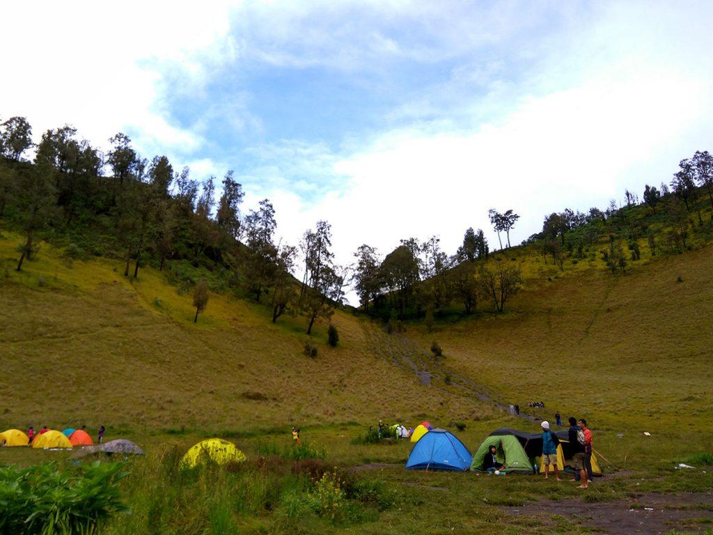 ラヌクンボロ湖ベースキャンプ
