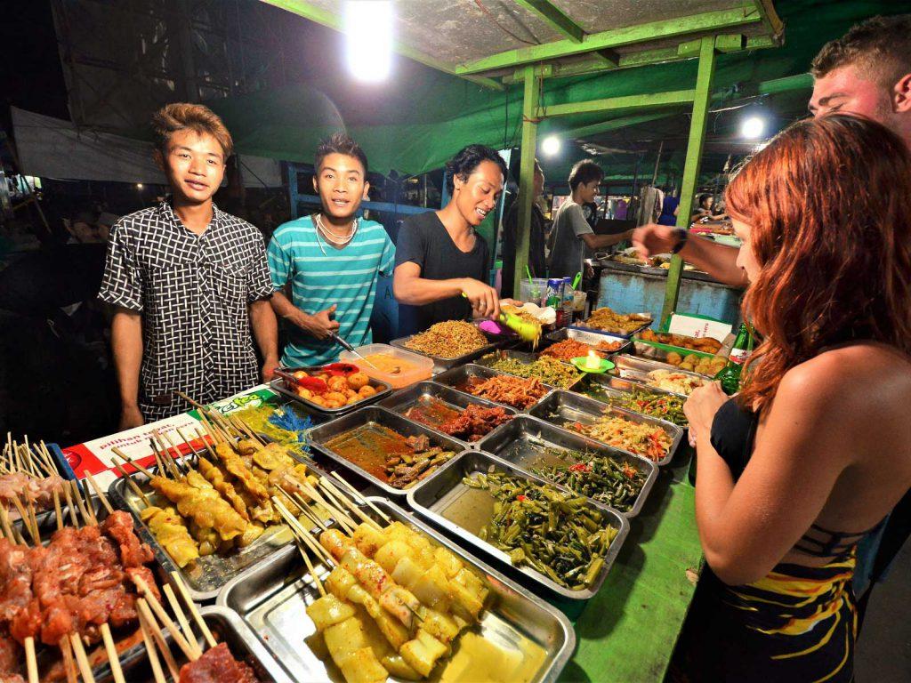 バリ島、ギリ・トラワンガンツアーのナイトマーケット情報