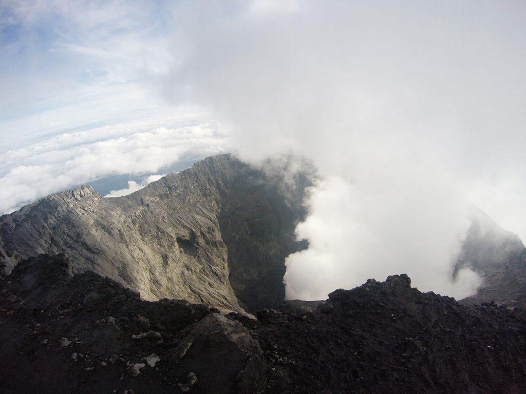 クリンチ山の噴火口
