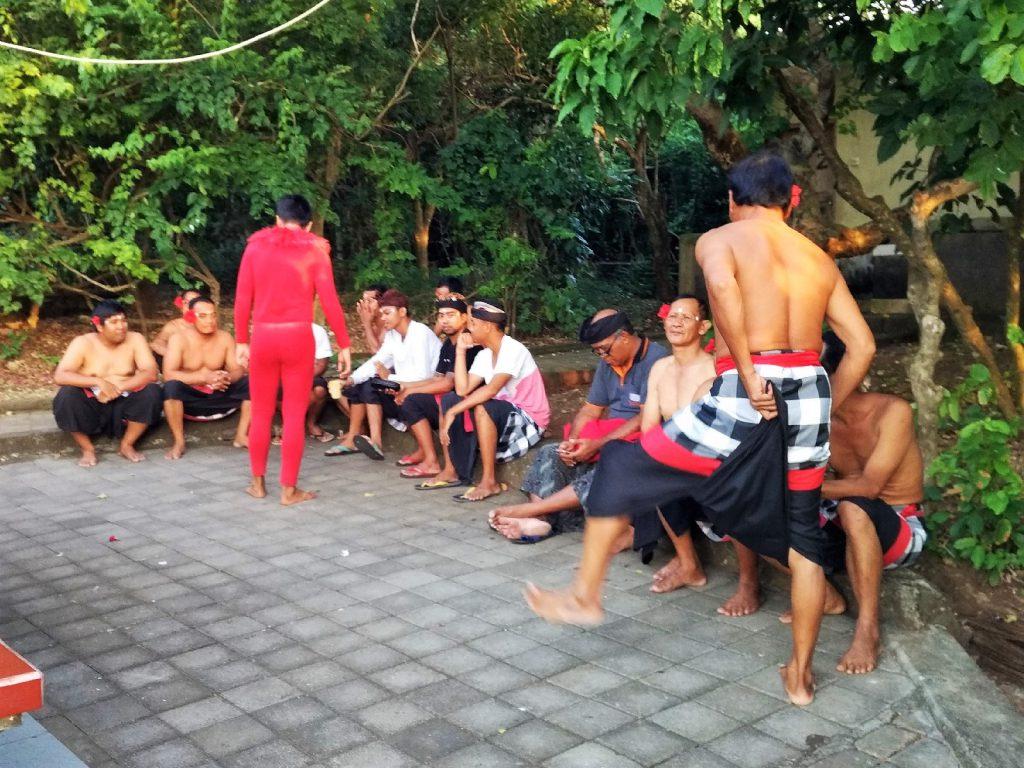 バリ島ウルワツ寺院ケチャックダンス