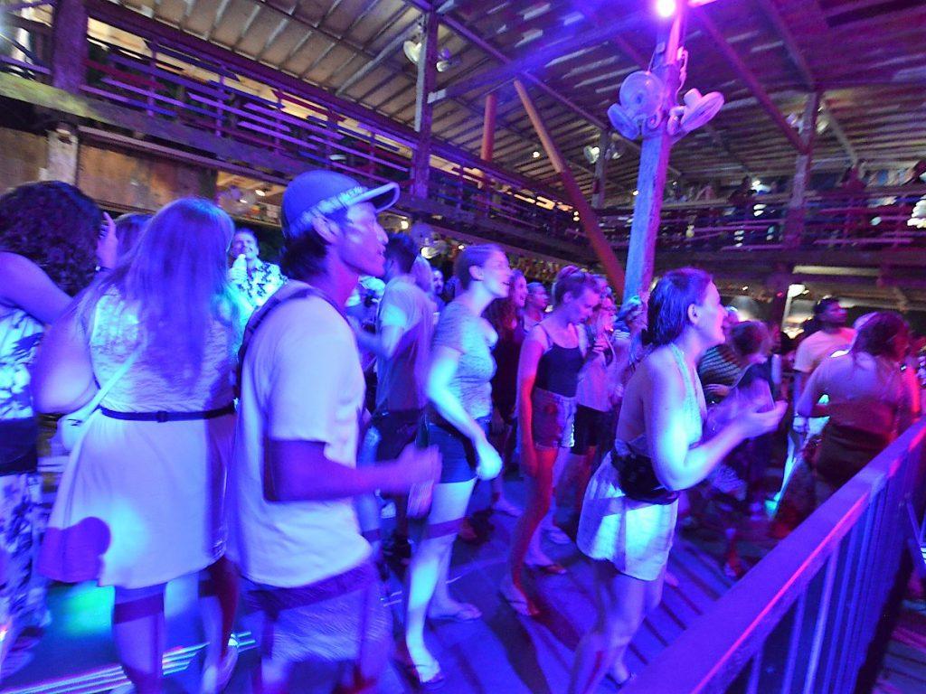 ギリ島トラワンガンの夜遊びクラブ情報