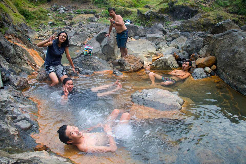 リンジャニ山の温泉