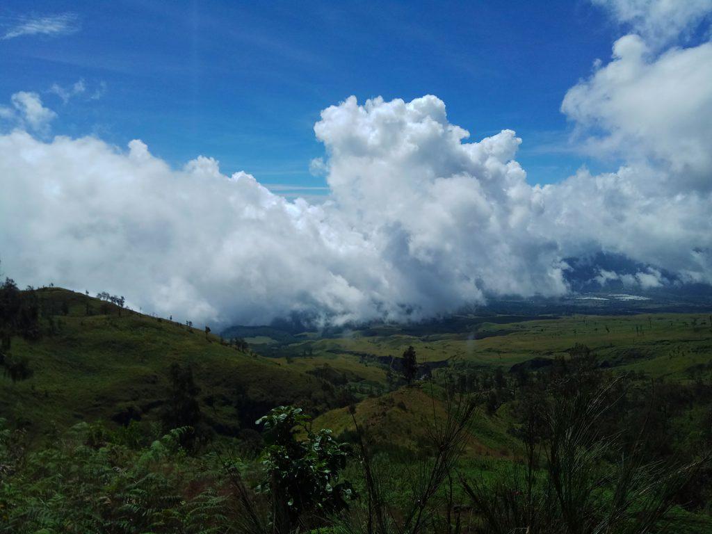 リンジャニ山登山最初の日
