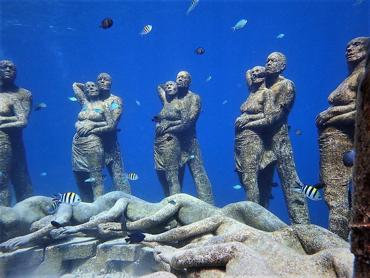 ギリ島シュノーケリング情報、海の中の石像