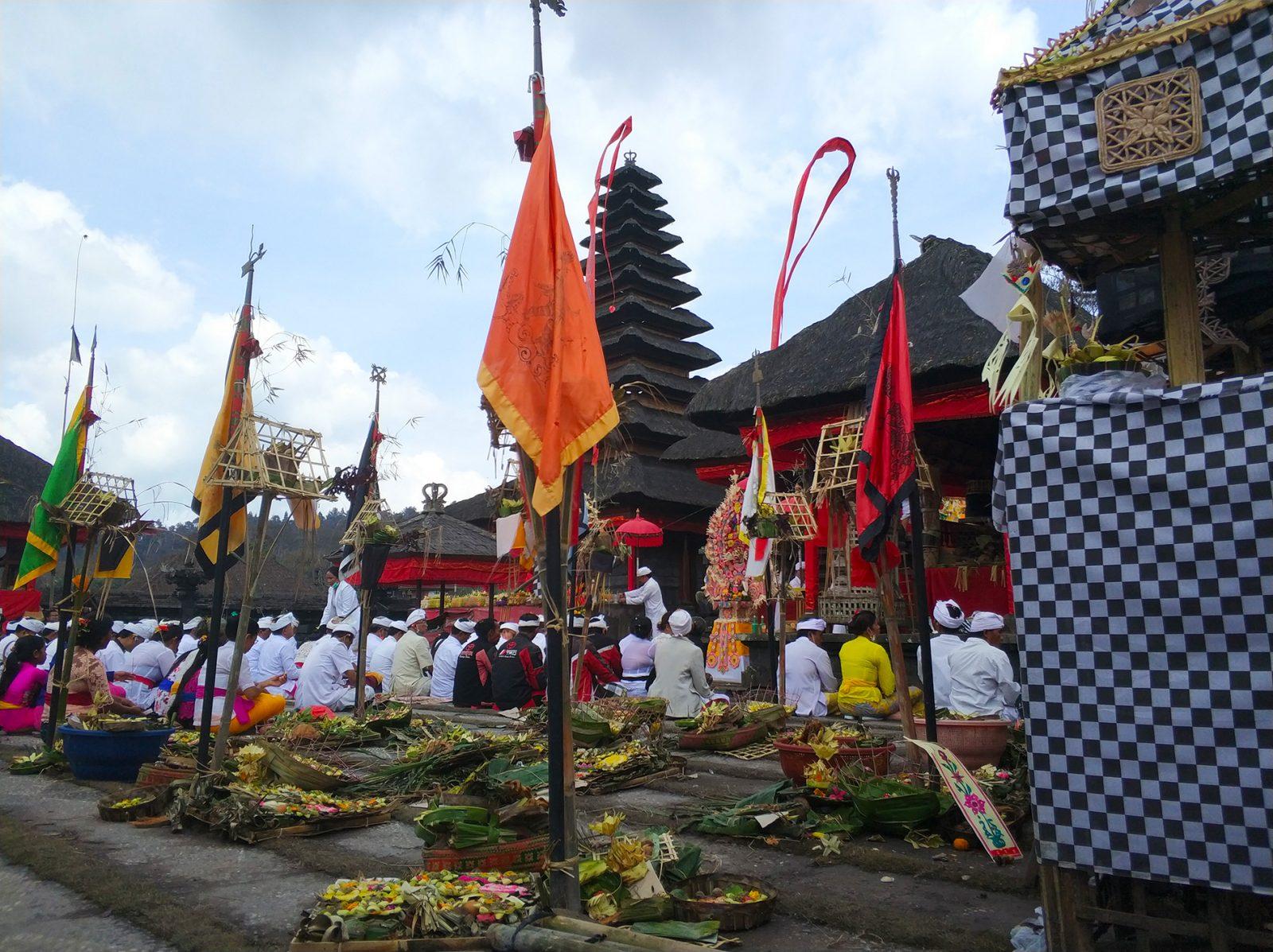 バリ島寺院の儀式