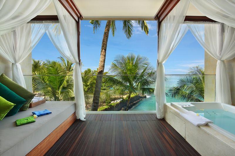 32 - Luxury Ocean View Suite (Balcony - pic 1)