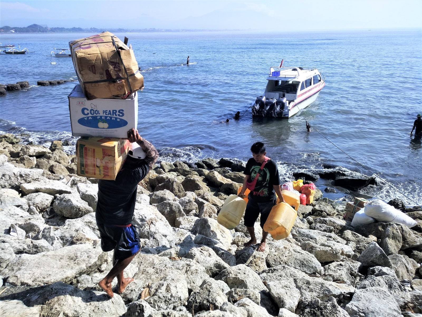 バリ島サヌール、レンボンガン島ボート時刻表