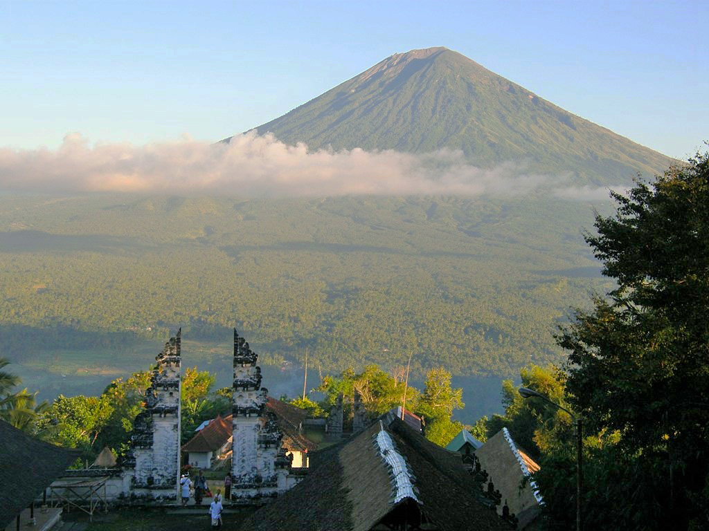 mountagung-from-lempuyang