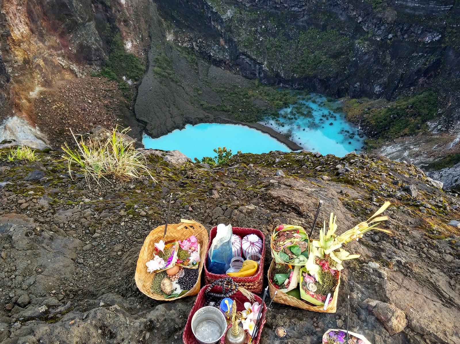 offering-at-summit-ciremai