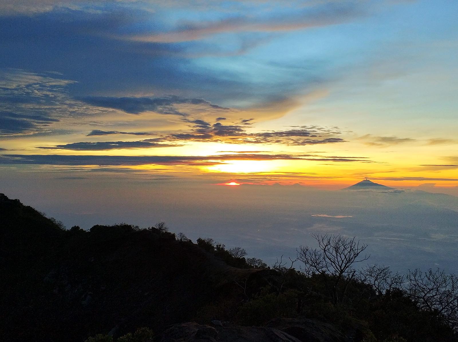 sunrise-ciremai