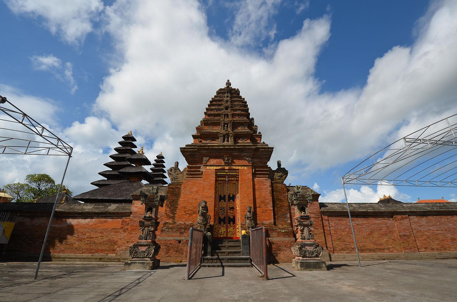maingate-dasarbhuwana-temple