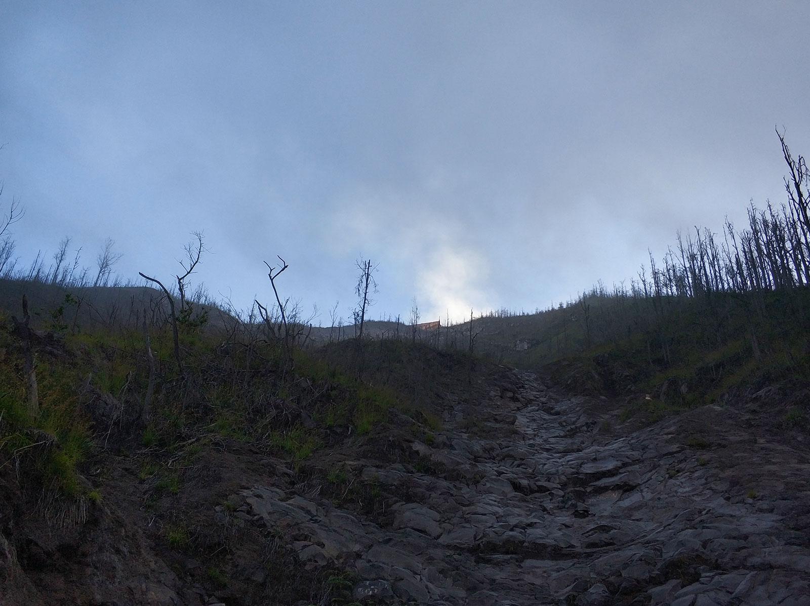 agung-climbing