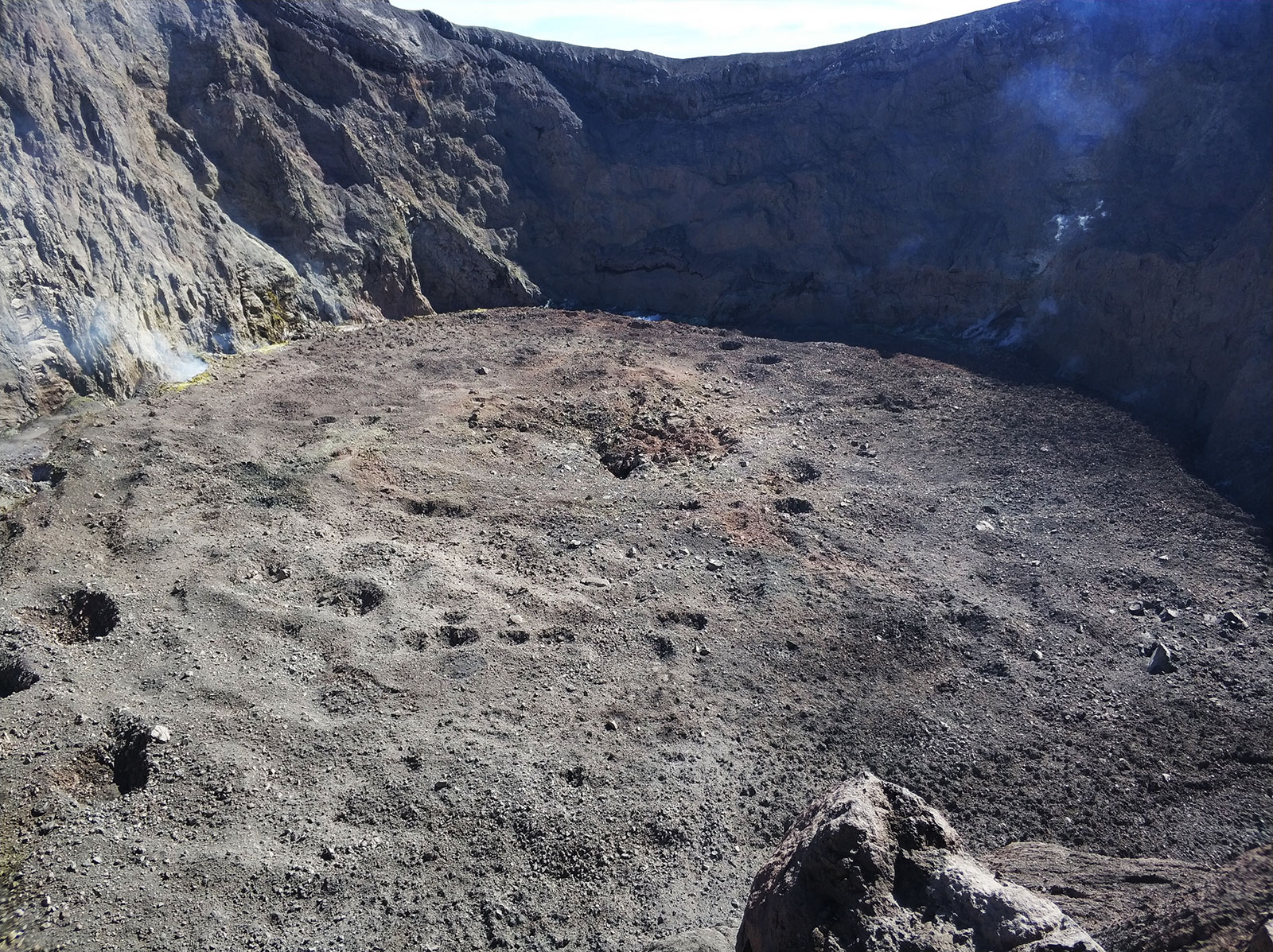 crater-mountagung-after-erupsion
