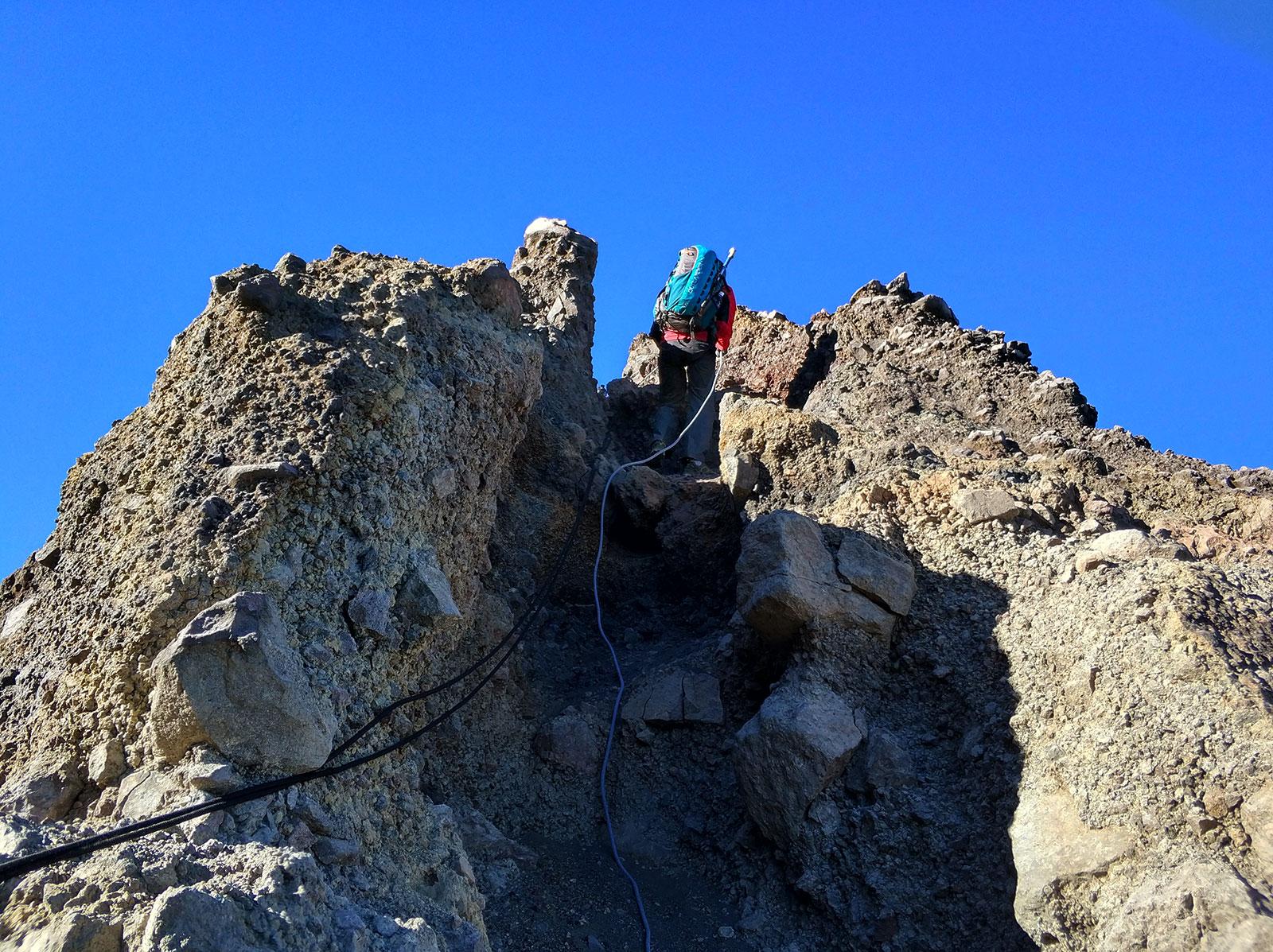 raung-rock-climbing