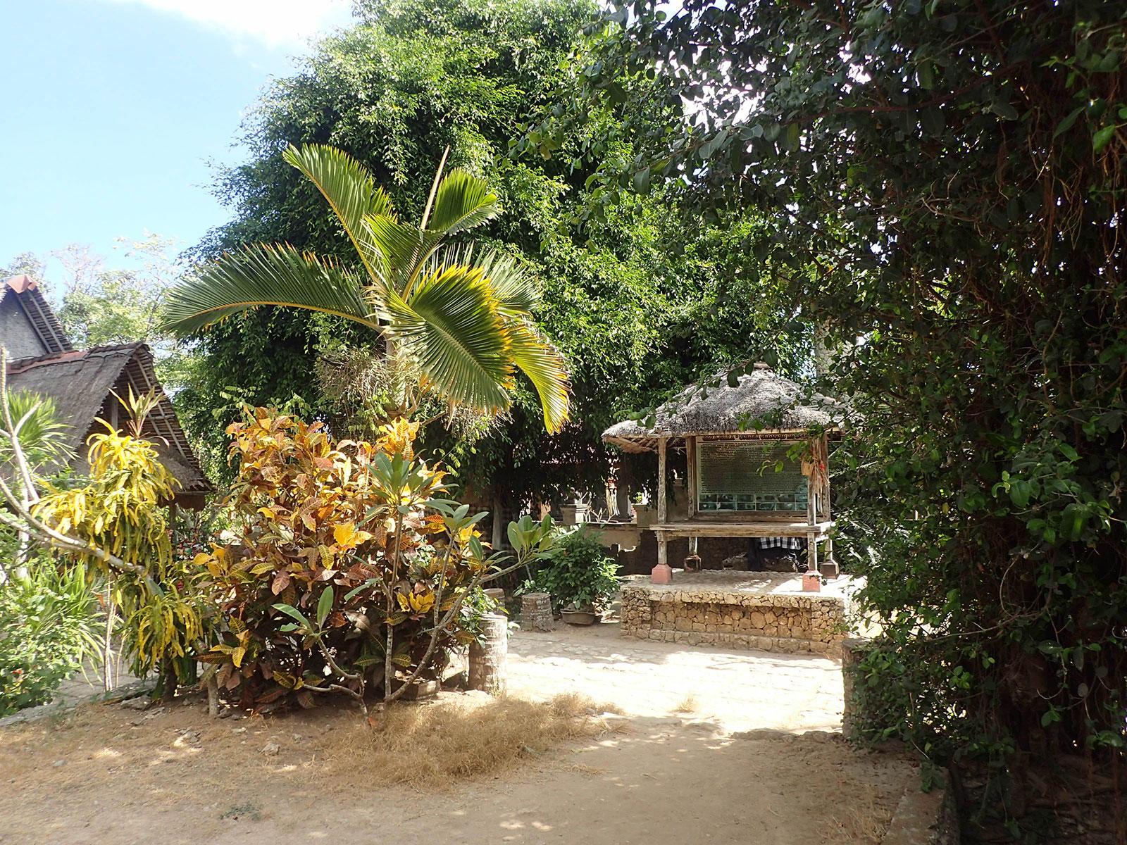 レンボンガン島,洞窟の家