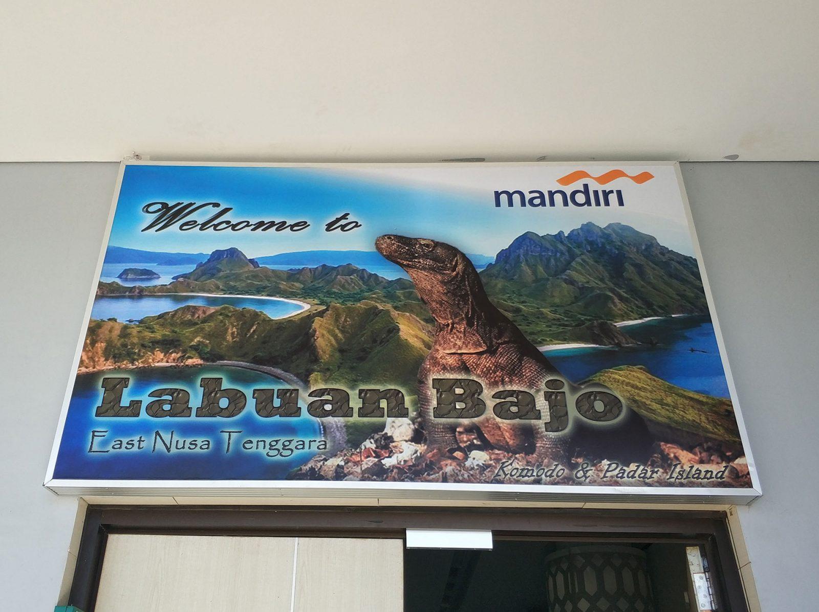 ラブアンバジョの空港