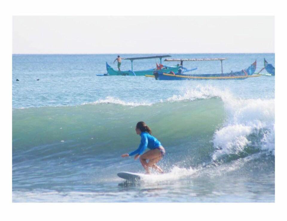 surfing バリ