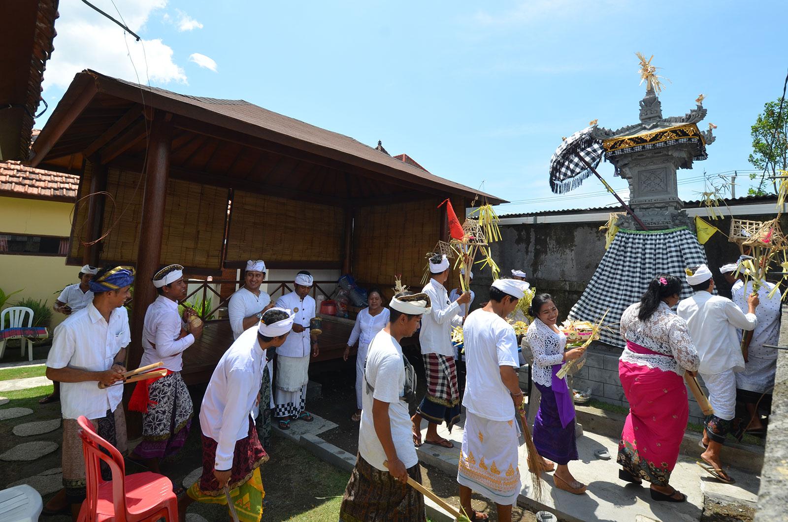 melaspas-baliclub-ceremony