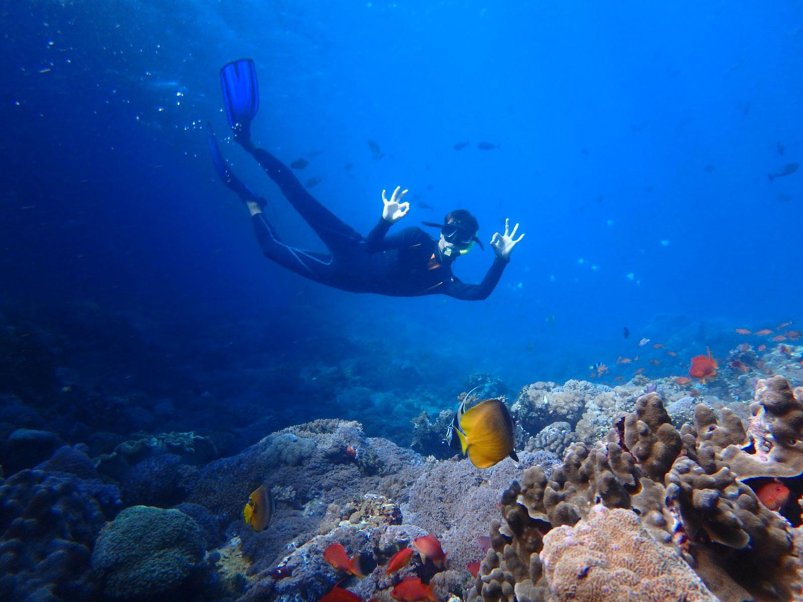 baliclub-staff-snorkeling