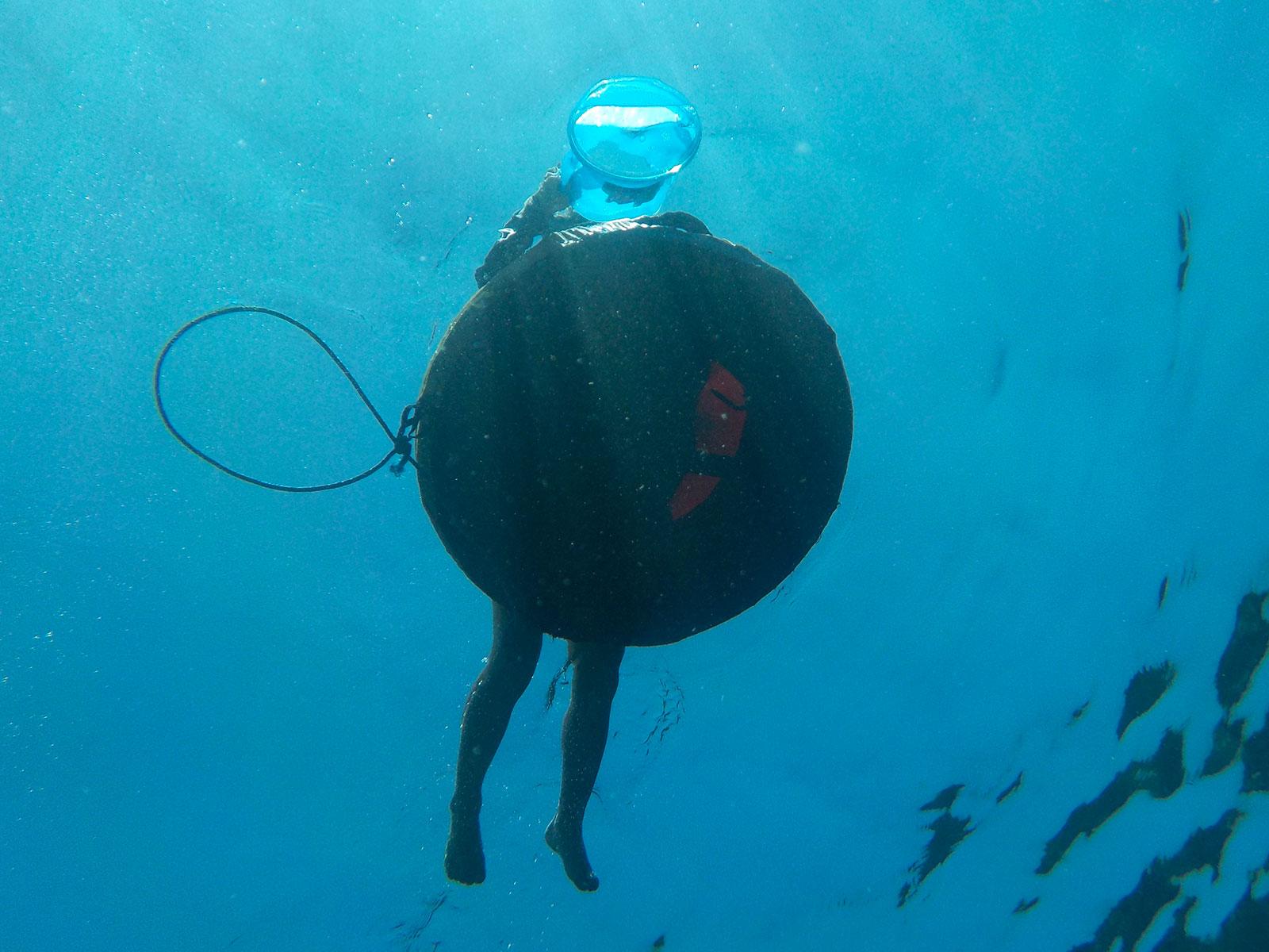 kids-snorkeling-float