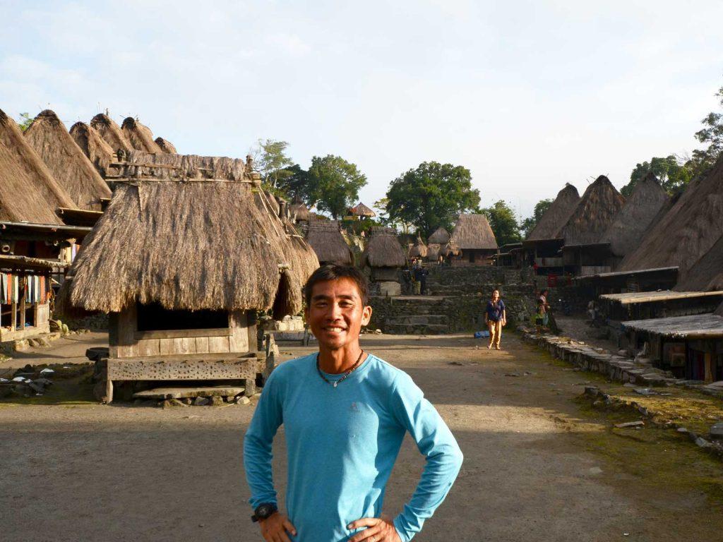 インドネシアのフローレス島のバジャワにある村にいる尾島圭吾