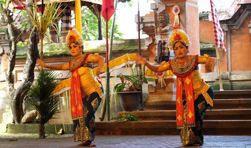 バリバリアンと呼ばれるバリ舞踊