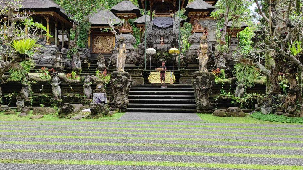 グヌンルバ寺院
