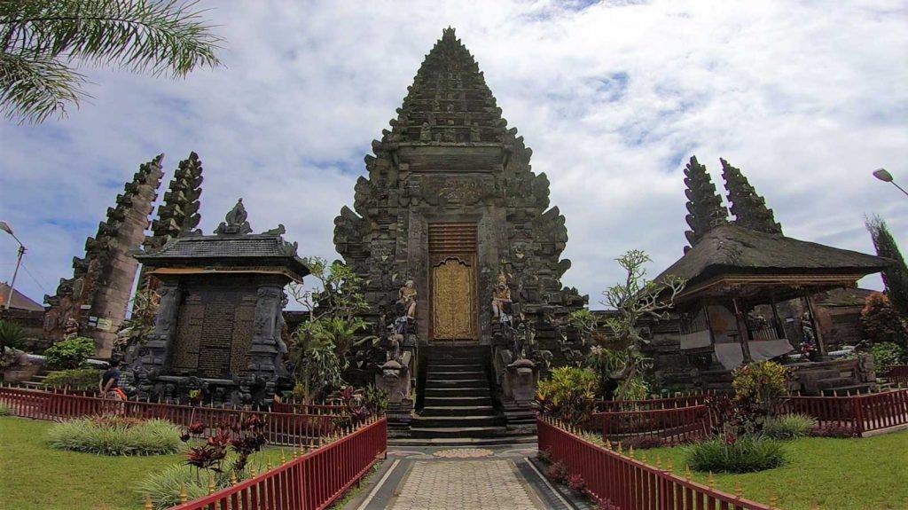 ウルンダヌ・バトゥール寺院