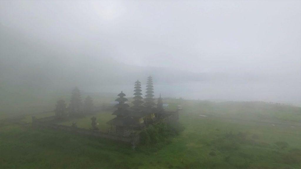 朝霧に包まれたタンブリンガン寺院
