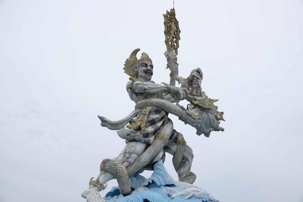 シンパンシユールにある石像