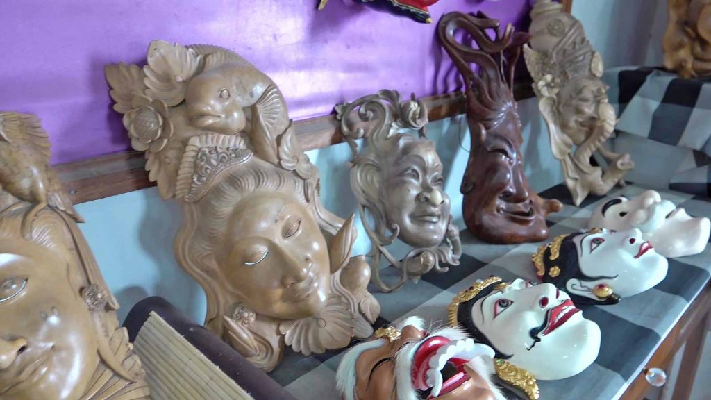木彫りマスク制作を紹介